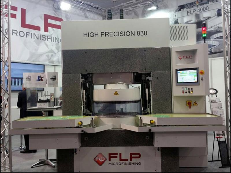 Ein Messestand der FLP Microfinishing GmbH